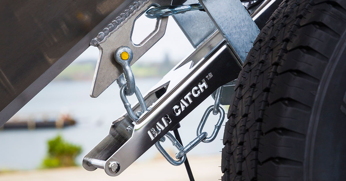 bar catch launch and retrieve catch device for trailers
