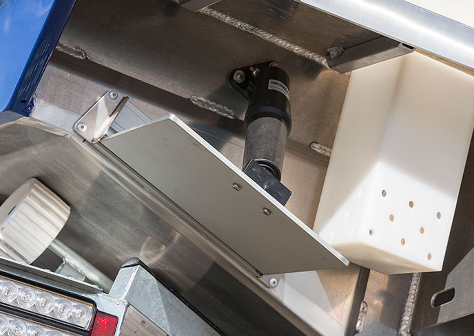 boat-builder-bar-crusher-trim-tab-actuator-factory-fitted